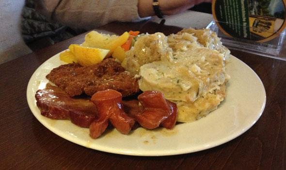 mittag-essen-im-leiner-restaurant-03